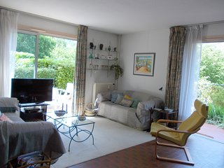 Large Cote d'Azure family apartment in ancient Vence, nr Nice, sleeps 4-6, wi-fi
