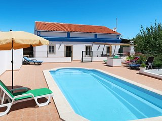 3 bedroom Villa with Pool and WiFi - 5657635