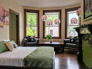 Eco-Chic Zen Home Near Bunker Hill Monument~FREE Parking~Charlestown~North End