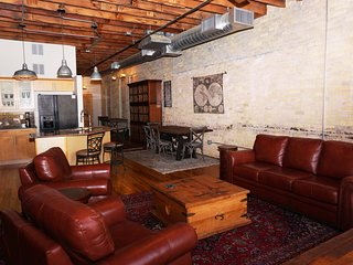 Loft 411 - Downtown! Close to ACL, SXSW, Convention Center, and MORE!!!