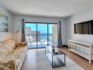 RECENTLY UPDATED Penthouse Ocean View Condo!