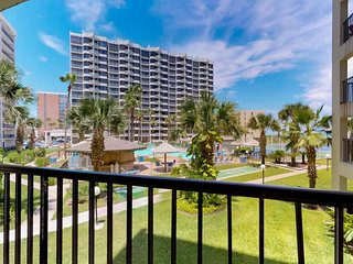Gulf view condo w/ balcony, beach access & shared pools, hot tubs & tennis!