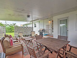 Chic Ormond Beach Cottage w/ Patio - Walk to Ocean