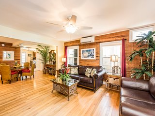 LOCATION! Feel like a Local! Spacious Suite steps off Duval St.-Eyebrow Suite