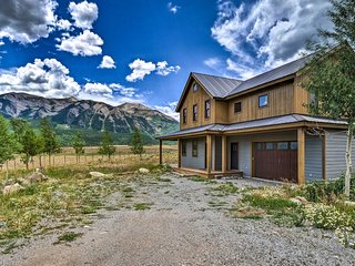 NEW! Mtn. View Home 4 Mi. to Town of Crested Butte