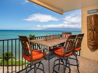 NEW LISTING! Oceanfront condo w/gorgeous views & shared pool-half-mile to beach