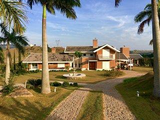 Casa de Campo em Cond Fech Rural  de Sítio em  Joaquim Egídio