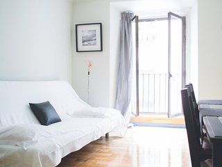 Apartment in the center of Madrid with Internet, Parking, Balcony, Washing machi