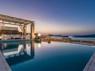 Michaela Residence - 5 Bedroom Villa Santorini - Book Now
