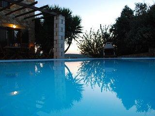Villa Edem, vues mer, pres des plages, barbecue, oliviers et piscine privee ...