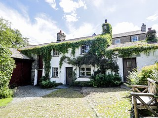 MILL COTTAGE, character, enclosed garden, open-fire, ample parking, in Garnett B