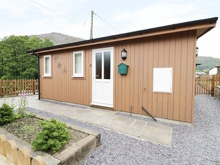 8 GLEN PENNANT CHALETS, open-plan, in Llangynog