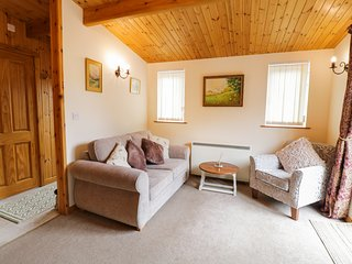RIVERS VIEW, open-plan, in Llangynog