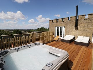 CASTLE TOP, hot tub, views, Nettleton