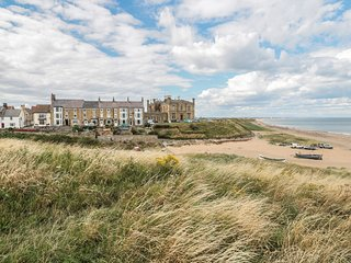 LARKSBAY VIEW, beach/sea views, in Marske-by-the-Sea