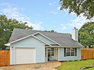 Quiet 3BR w/ Fenced Yard & Screened Porch - Quick Drive to Beach & Charleston
