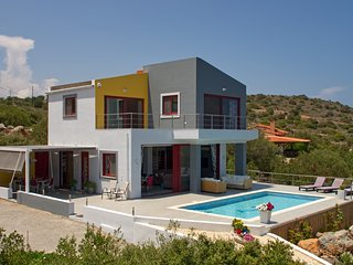.Luxury Modern Detached Villa with 3 En Suite Bedrooms Private Pool and Sea View