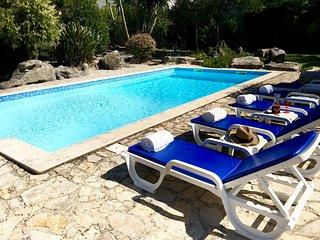 Casa Rosa, Obidos villa, private pool, in large gated Mediterranean garden