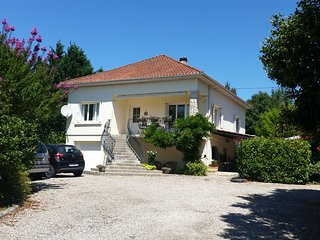 Stunning 2 bed contemporary villa with private pool, huge gardens in SW France