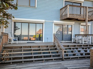 5747S - Large Oceanfront Deck & Cabana