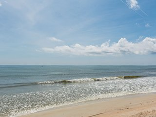6877S - Direct Oceanfront Endless Summer Cottage