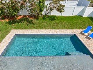 4717S - Gorgeous 4 Bedroom Pool Home