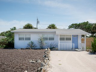 819 25th - Charming Beachside Home