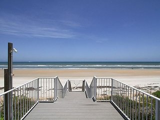 5579S - Oceanfront Beauty for Large Families