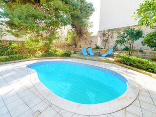 Historic 4BR farmhouse with pool in Mosta