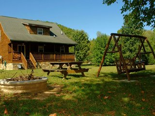 Creek View Cabin - 3 Bedrooms, 2.5 Baths, Sleeps 8