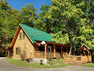 Carrie's Cabin - 4 Bedrooms, 2.5 Baths, Sleeps 12