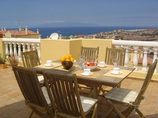 Nice 1 bedroom apartment with large terrace overlooking La Gomera and the ocean