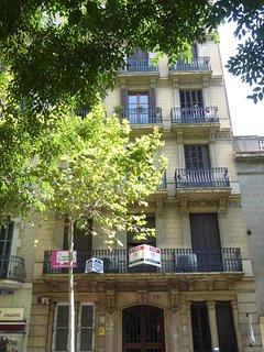 Modern and Centric apartment…close to La Pedrera!