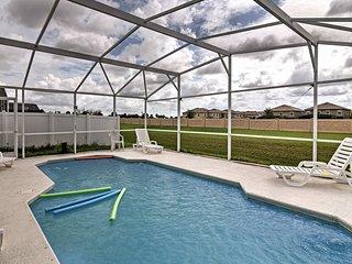NEW! Cozy Davenport Home w/Pool- 20 Mins to Disney