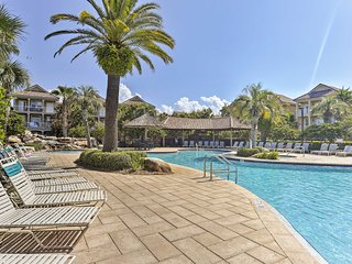 NEW-Destin Home w/Shared Amenities - Walk to Beach