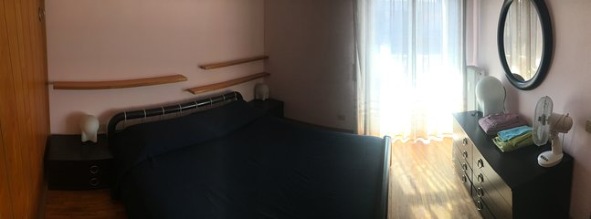 Bedroom 1: king size bed, wardrobe, terrace opening
