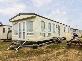 8 berth caravan D/G & C/H in St Osyth's Holiday Park. *Pets allowed. REF 28047FV