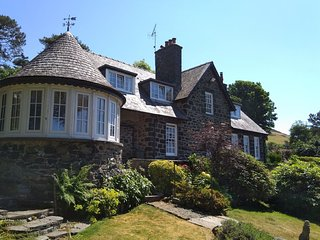 Stunning Country House with  Sea Views in Llwyngwril, Snowdonia