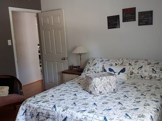 Master Bedroom/Queen Bed