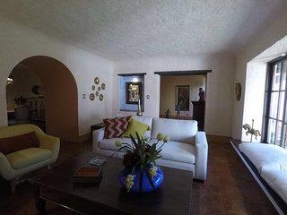 Large Antigua Home AN010