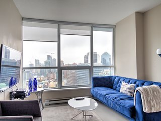 Luxury living in Downtown - 1 BDRM, 2 BATH