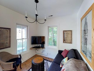 Charming townhome w/ shared tennis - vintage appeal in the heart of downtown!