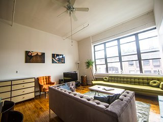 Sunny Penthouse by Waterfront Park and Subway!!