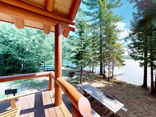 Beautiful lakefront home w/ views, deck, swimming dock, 2 kayaks & firepit!