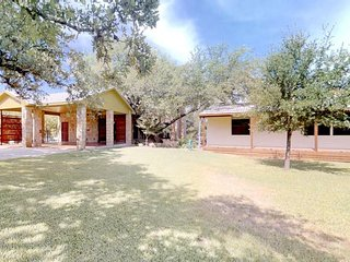 NEW LISTING! Huge, lakefront Casita with entertainment, lake views & more!