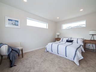 Private King Suite In House, King Bed with ensuite shower, walk-in wardrobe, Fre