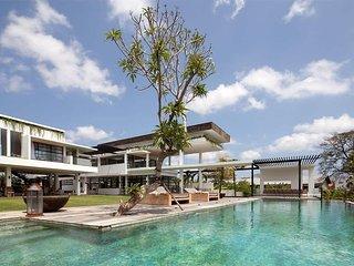 Garden & Pool View - Villa Suami
