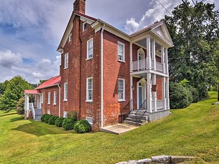 Historic Civil-War-Era Blountville Home w/ Porch!