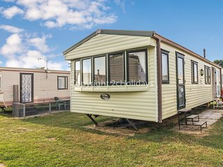 8 berth caravan, double glazing and central heating near park amenities.28012 FL