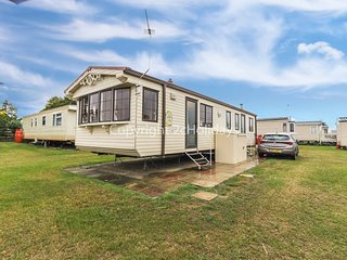 8 Berth caravan, quite area of park. Pets welcome. At California Cliffs. 50039 H